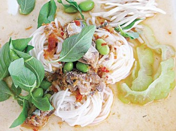 ขนมจีนน้ำยาป่า ปลาแมคเคอเรล